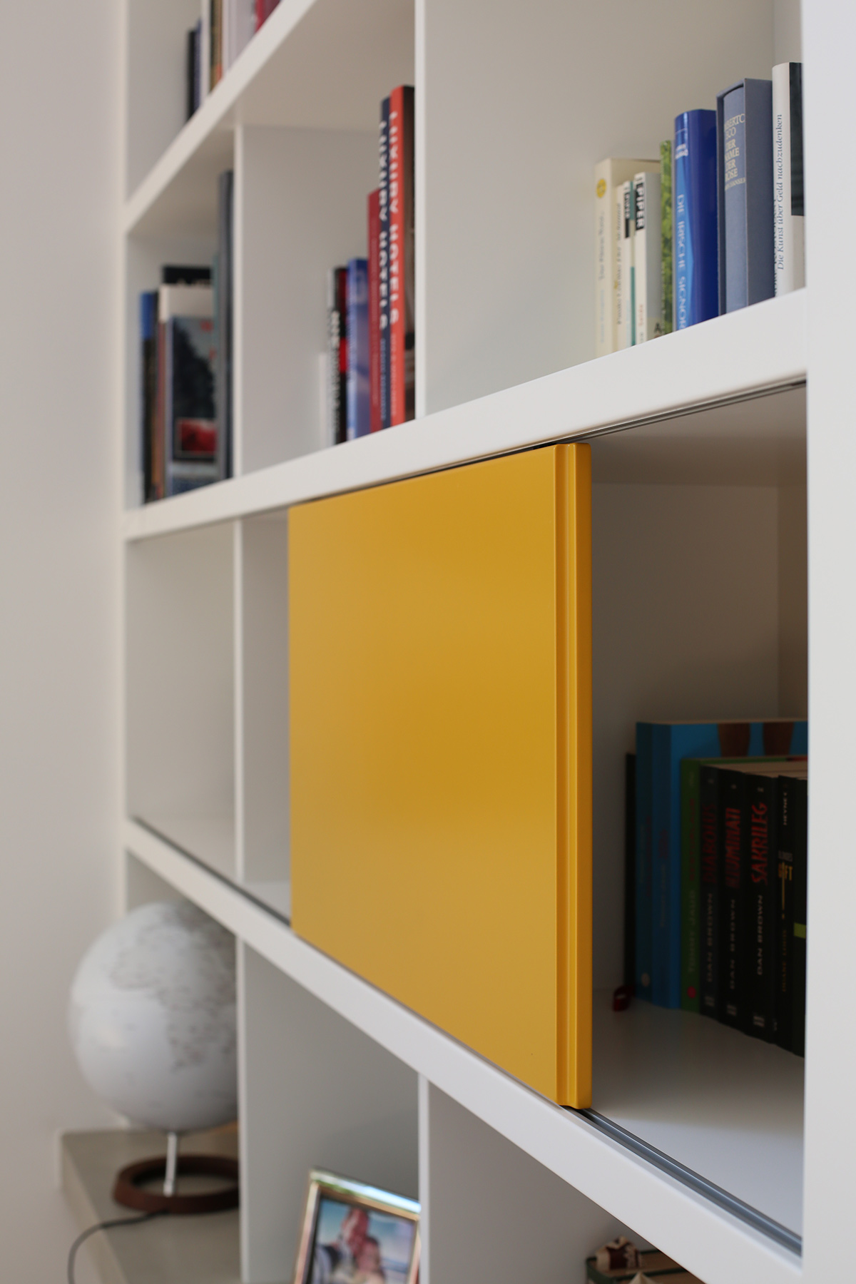 Bücherregal Schiebetür freiraum tischlerei